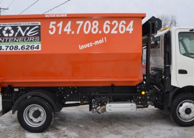Camion de Zone Conteneur Inc à Mirabel - Zone Conteneur Inc. Montréal