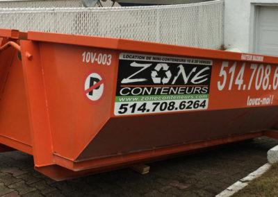 Conteneur dans une pente en toute sécurité de Zone Conteneur Inc à Mirabel - Zone Conteneurs Inc. - Montréal