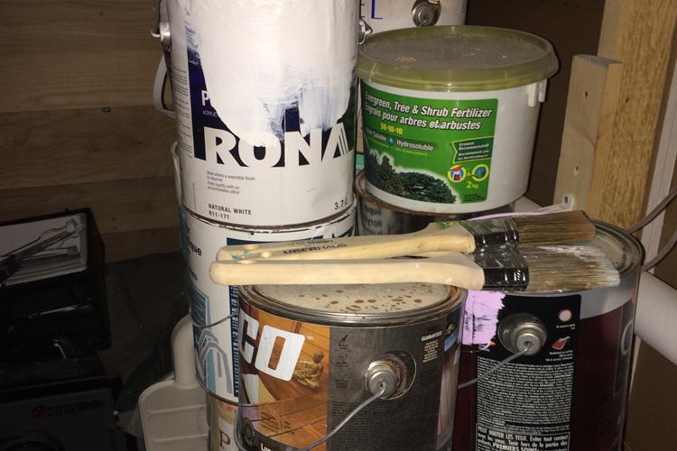 Le grand ménage du printemps ( Les vieux pots de peinture, cannes d'huile et pneus, que faire? ) - Zone Conteneurs Inc. - Mirabel, Montreal