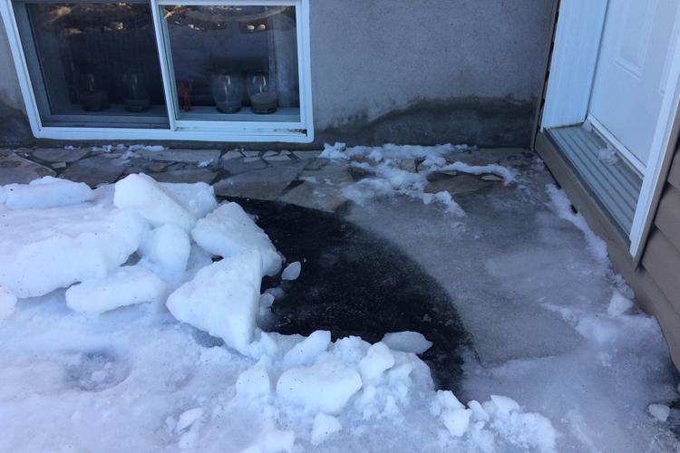 Printemps - Sinistre et fonte des neiges ( La vérification des murs et du revêtement extérieur ) - Zone Conteneurs Inc. - Mirabel, Montreal