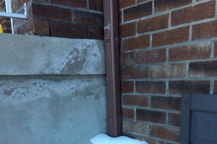 Printemps - Sinistre et fonte des neiges ( Les goutières ) - Zone Conteneurs Inc. - Mirabel, Montreal